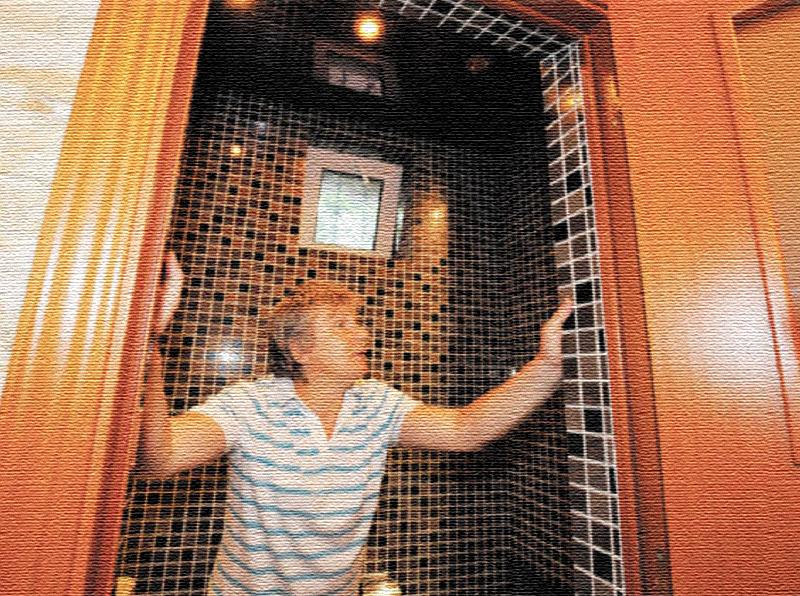 Виктор Салтыков гордится, что одну ванную комнату облицевал своими руками