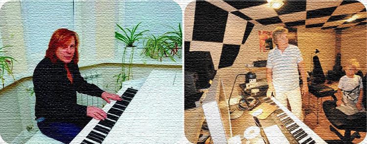 Музыкальный уголок с роялем расположен в эркере гостиной на первом этаже дома
