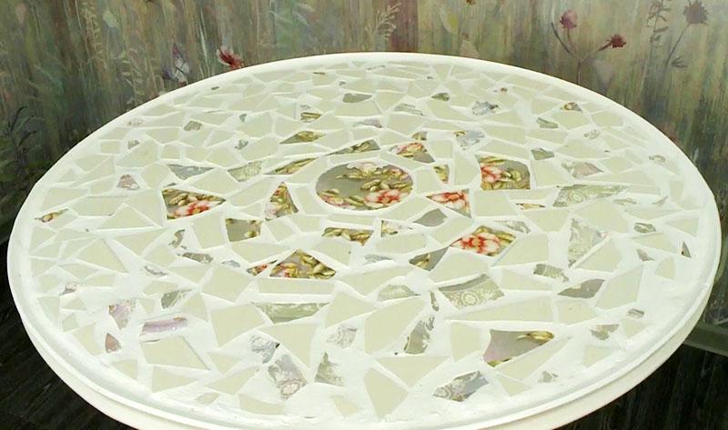 Старый стол, битая посуда и умелые руки, и получается дизайнерская вещь