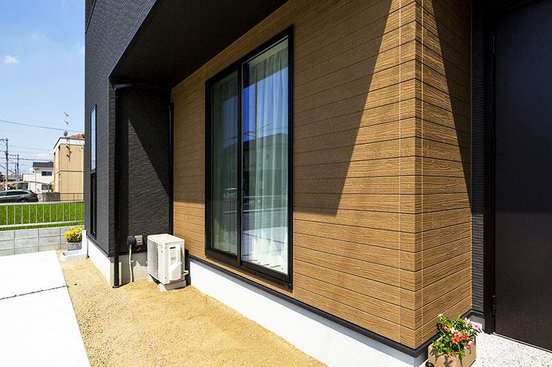 При желании вы найдёте даже панели, имитирующие поверхностью натуральную древесину