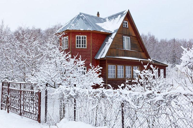 Дача зимой – шесть задач, которые откладывать нельзя