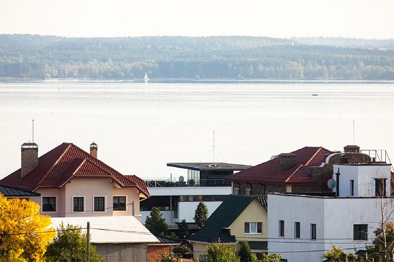 Вид на Минское море из окон второго этажа