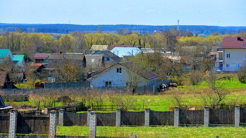 Дом биатлонистки находится в обычной белорусской деревеньке