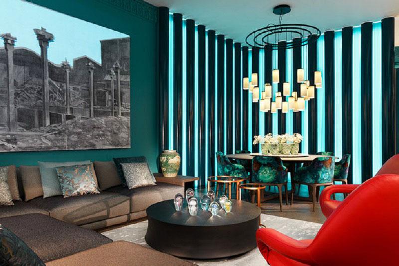 Ключевую роль в гостиной играет уникальная световая стена