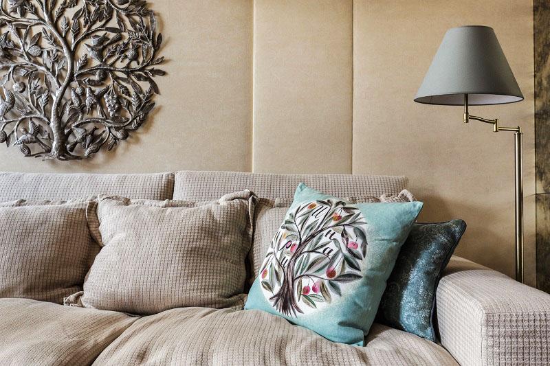 Безвкусица или винтаж: оценим результат работы дизайнеров в квартире Ирины Пеговой