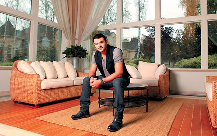 Где живёт после развода популярный певец Эмин Агаларов