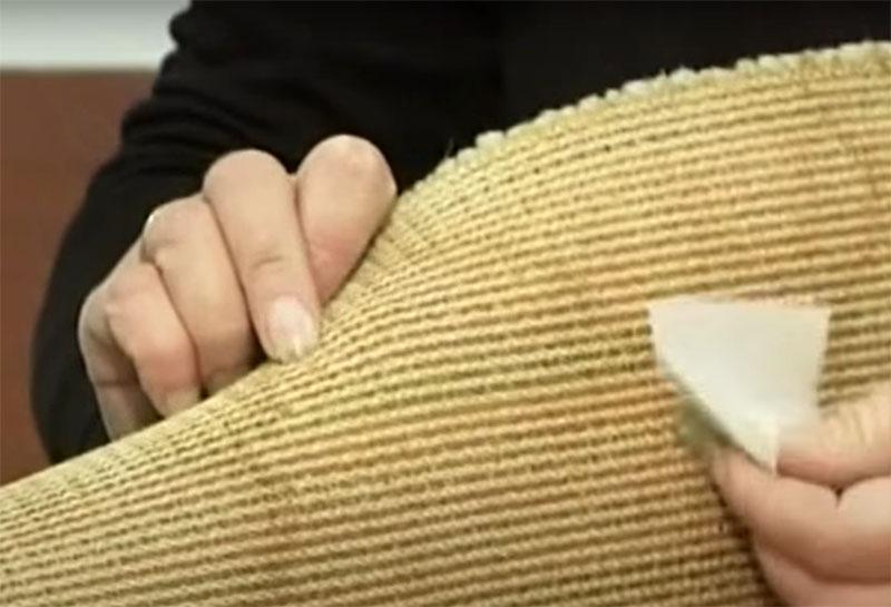 Затем с внутренней части такой латки подклейте кусочек малярной ленты