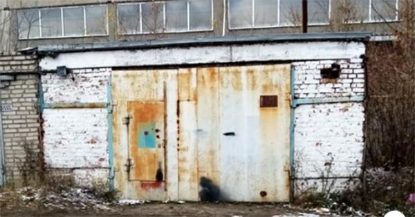 Старый советский гараж