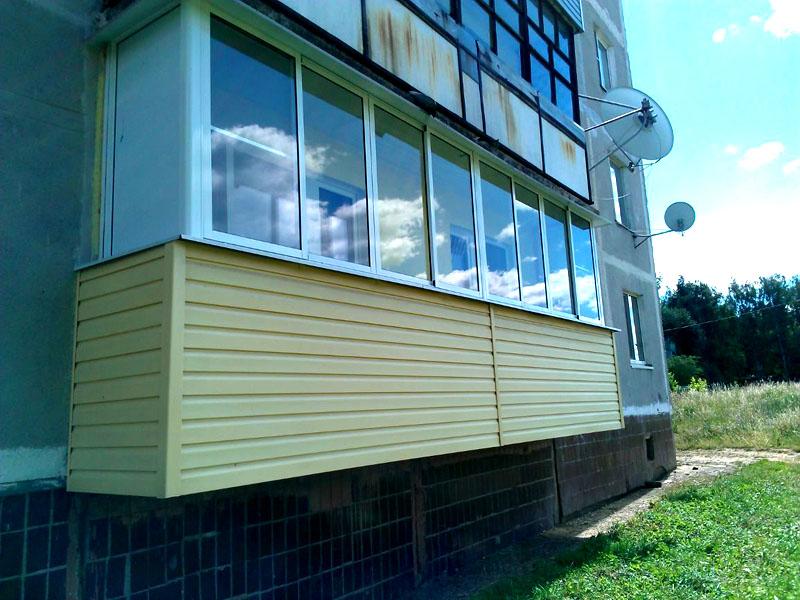 Оформление балкона сайдингом