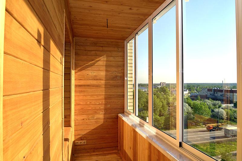 Так что дерево годится разве что для внутренней обшивки балкона, где она будет для вас в свободном доступе