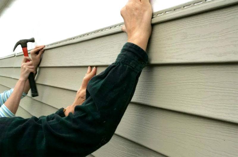 Если речь идёт о фасаде дома, то можно произвести замену. А с навесным балконом это будет проблематично