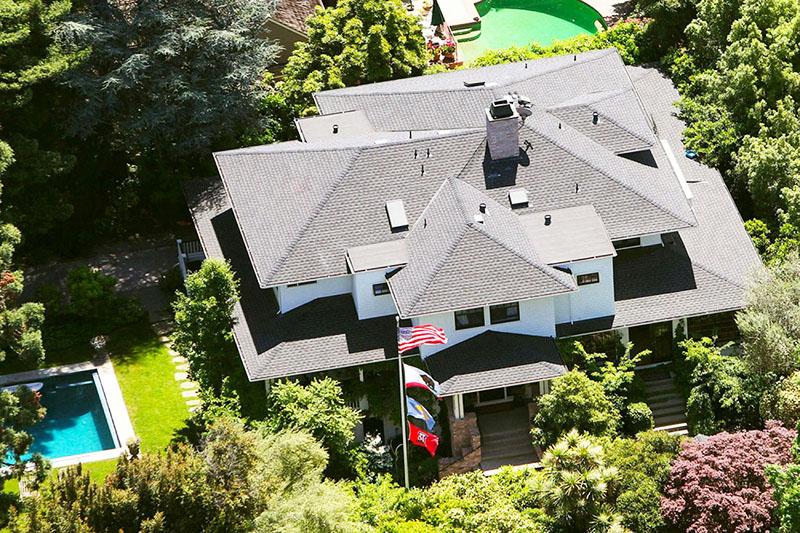 Основатель фэйсбука Марк Цукерберг и его новый дом