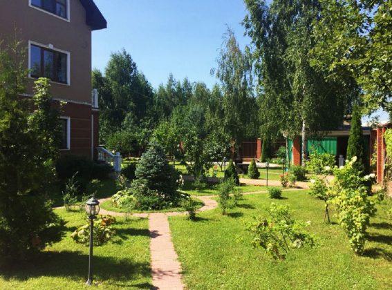 Эвелина Блёданс продаёт свой роскошный дом из 9 комнат ради квартиры в Москве