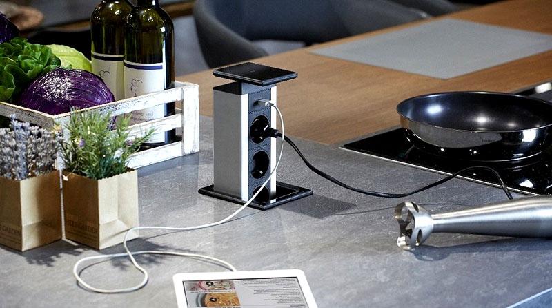 У современных розеточных блоков есть USB-разъёмы и HDMI-разъёмы, так что к ним можно подключить планшет, смартфон или умную колонку