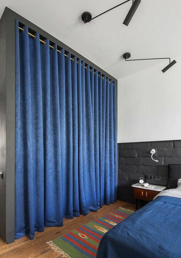 Спальная зона, отгороженная на ночь шторой