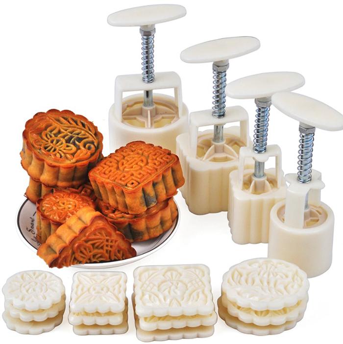 В наборе поставляется 4 штампика для печенья разного размера и формы