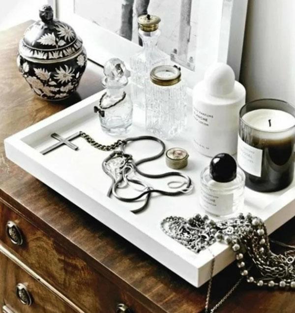 Такой поднос может быть использован для косметики, бижутерии и мелочей