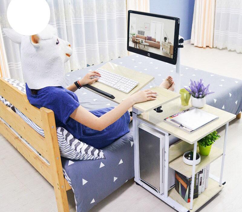 Этот вариант – компромисс. Небольшой столик может откатываться в сторону, и его можно использовать и возле дивана