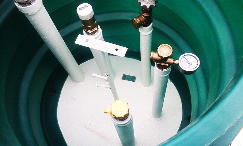 Каждый резервуар снабжён газопроводом низкого давления и всеми необходимыми системами защиты