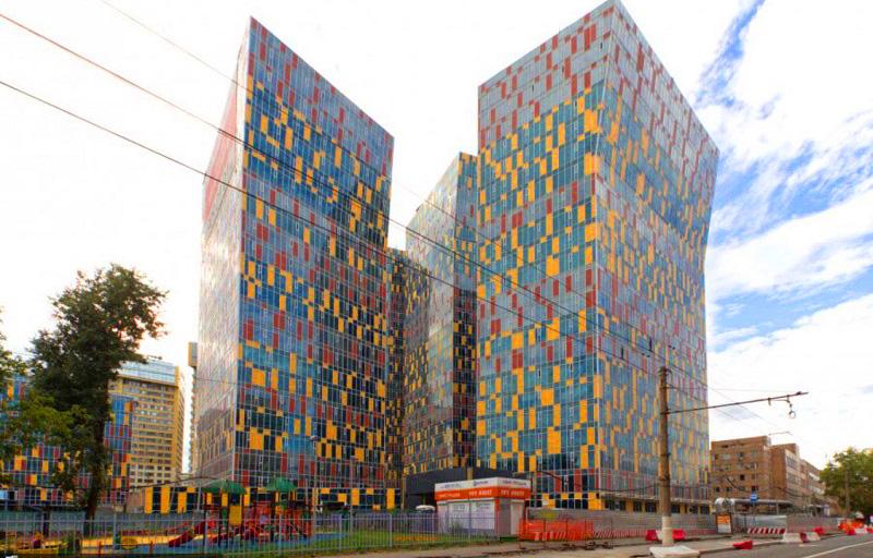 Квартира Фёдора Емельяненко расположена в элитном жилом комплексе с уникальной архитектурой и инновационными инженерными сетями