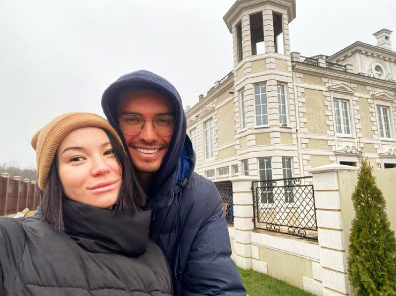 Договор на строительство дома Ида Галич заключила накануне рождения сына