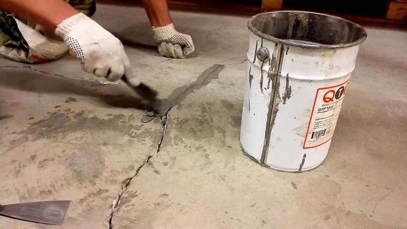Для ремонта лучше использовать безусадочные смеси. Они дороже остальных, но, учитывая небольшой объём работы, лучше отдать предпочтение именно им