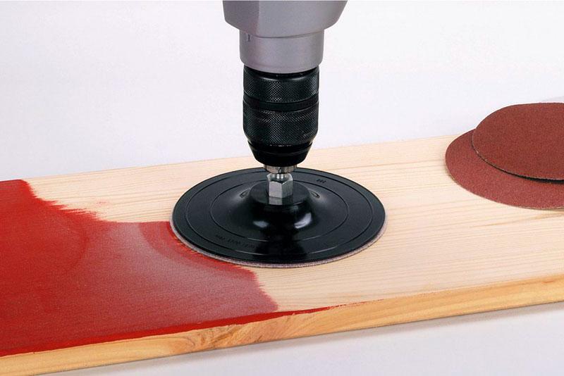 Для полировки используются насадки в виде тарелки с покрытием из шерсти, ткани или войлока
