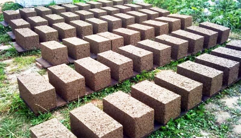 И сама смесь опилкобетона обычно имеет отличные от арболита пропорции: на 5 частей опилок по 1 части цемента и песка