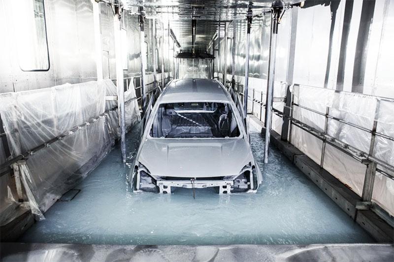 И в современном автомобилестроении, вы удивитесь, тоже используют покраску на водной основе