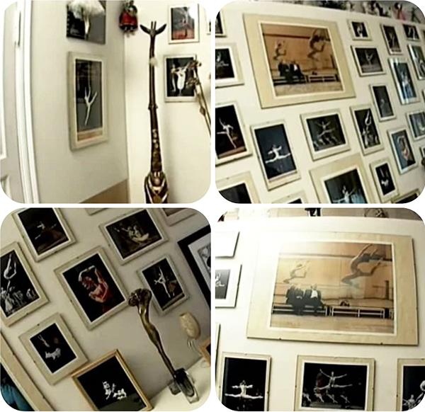 Все памятные фотографии помешены в строгие деревянные рамки