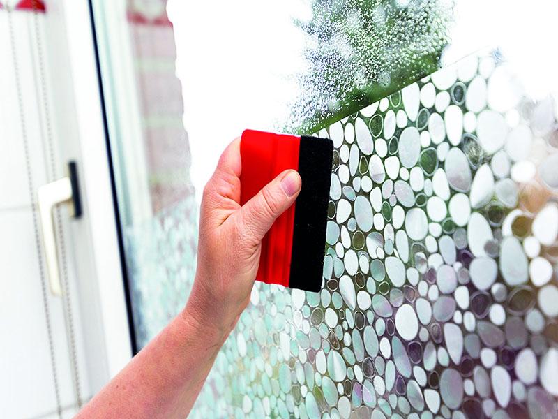 После того, как вы оклеили окно плёнкой однажды, придётся делать это постоянно, потому что остатки клея навсегда сделают стекло заметным