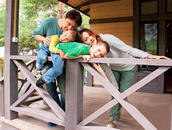 На просторной террасе со временем супруги обустроили уютную зону отдыха