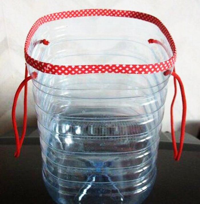 Что можно сделать из пятилитровых пластиковых бутылей