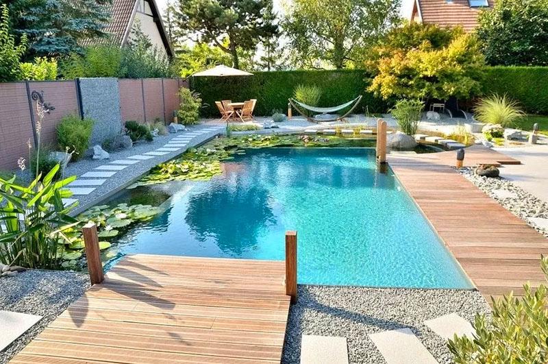 Теперь можно запускать бассейн в нормальном режиме. Примерно через неделю потребуется ещё раз прохлорировать воду и нормализовать её кислотность