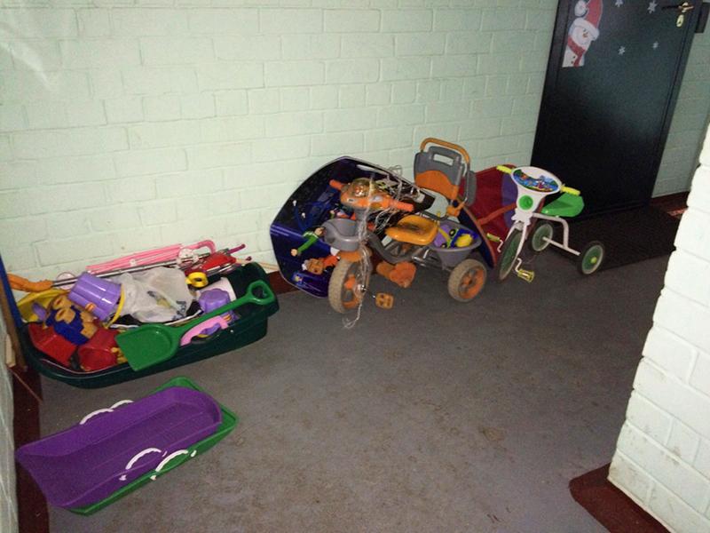 Детский транспорт в подъезде