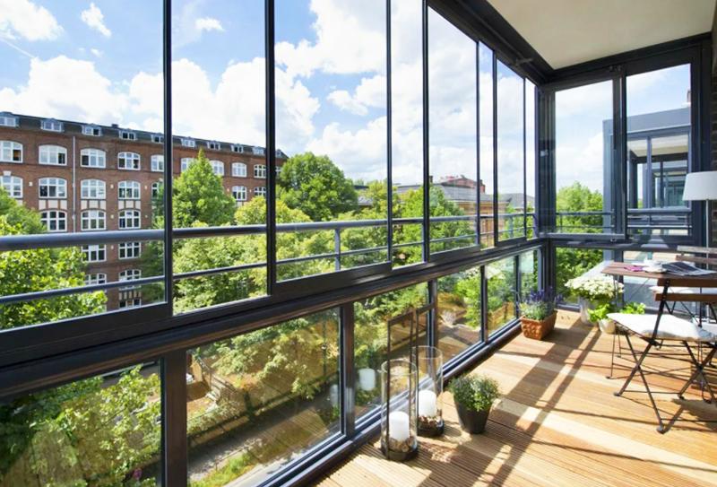 В обычной квартире создать панорамные окна можно на лоджии