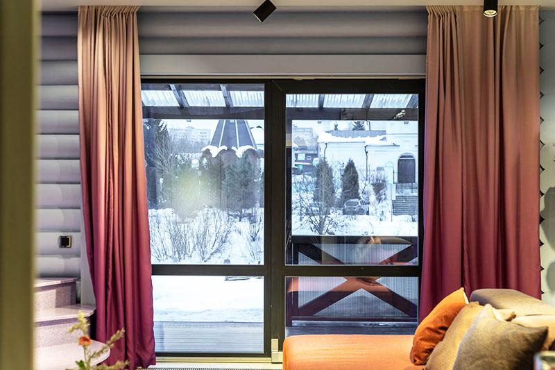 Если вы хотите сохранить приватность, используйте специальные раздвижные шторы