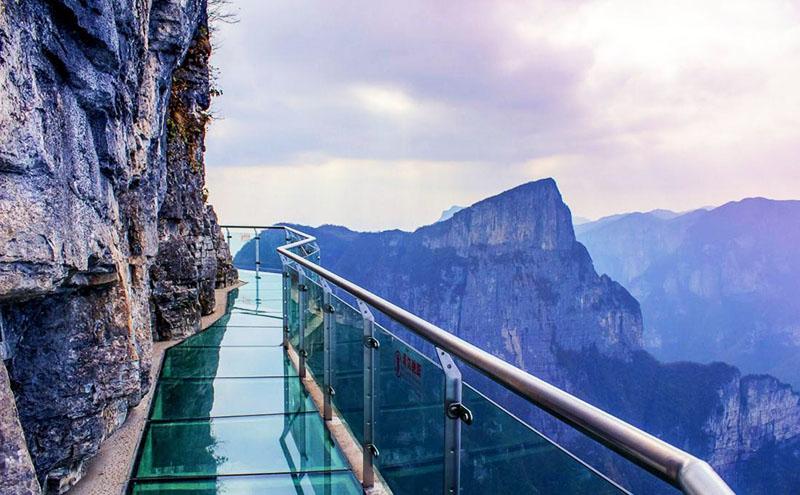 Из триплекса сделаны многие потрясающие архитектурные объекты, в том числе и стеклянные мосты