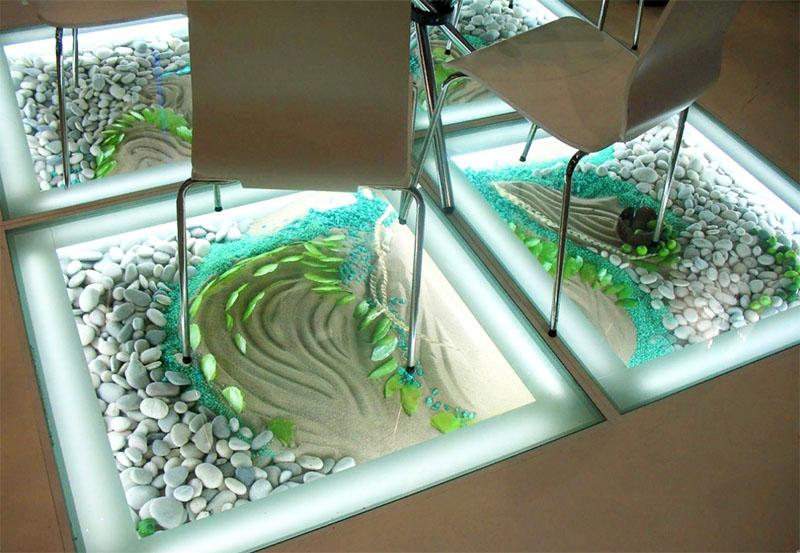 Интересный вариант для помещения под стекло – рельефная поверхность