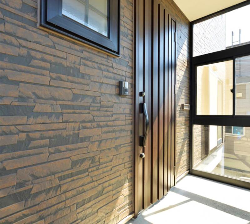 Стена дома, облицованная фибросайдингом