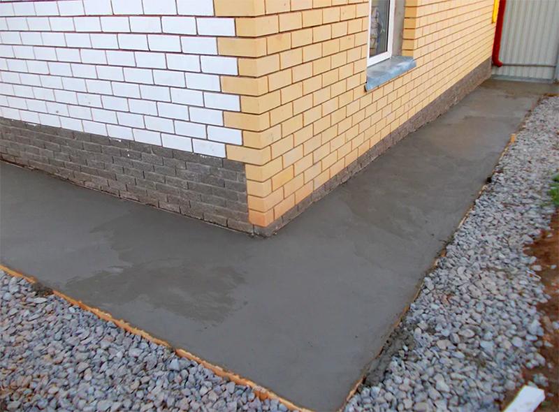 Сейчас отмостку предпочитают делать из бетона