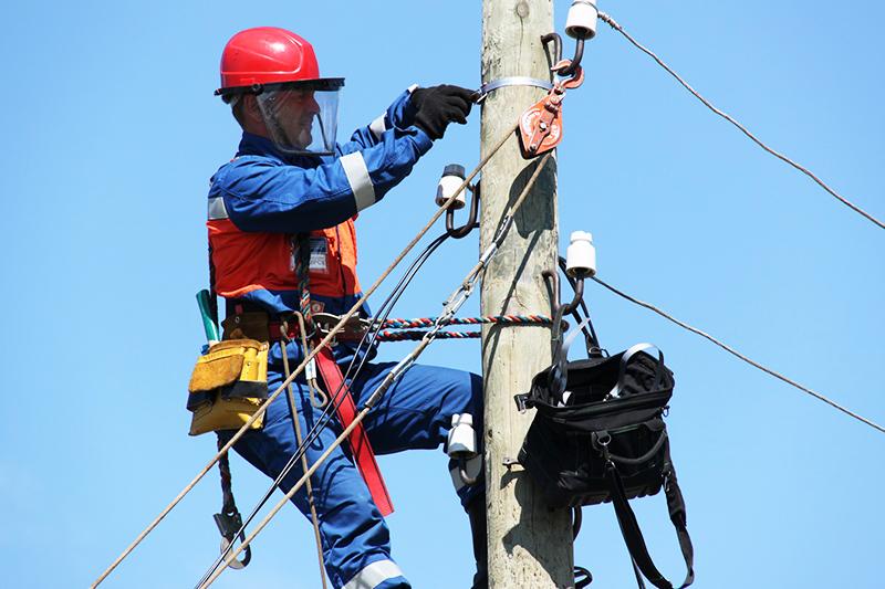 И ещё вот что: при подключении к электросетям с вас не должны требовать оплатить больше, чем 550 руб. В эту сумму входит приезд энергетика и подключение вас к установленному прибору