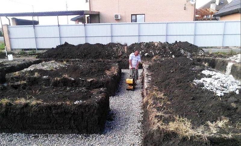 После этого мы получим отличное основание для заливки без лишних пустот, собирающих воду