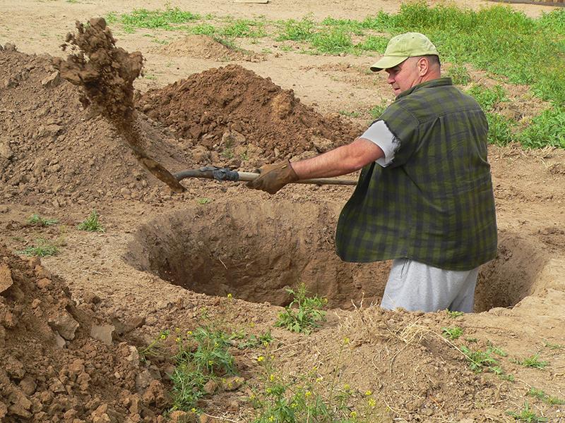 Буквально из этого следует, что 5 м почвы в глубину на вашем участке – ваши, а всё, что глубже, увы, вам не принадлежит