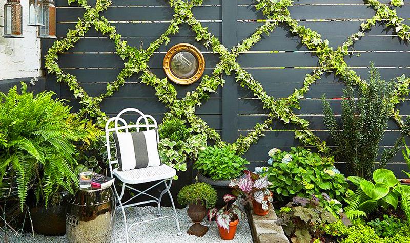 Строгая геометрия делает такую опору украшением сада