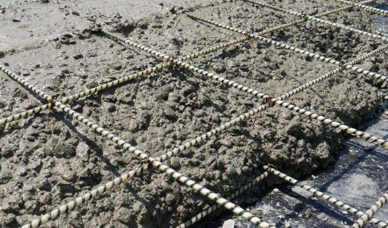 Хотя надо признать, что при растяжении ПКА в три раза прочнее стали, но продёргивание внутри бетона сводит на нет это свойство