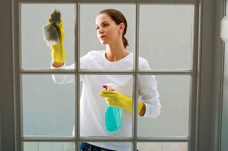Единственное, что нужно обязательно сделать – после использования специальных средств тщательно вымыть поверхность и протереть, чтобы не образовались разводы