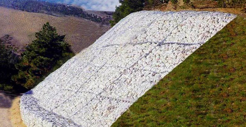 Матрасно-тюфячные габионы, уложенные на склоне для его укрепления