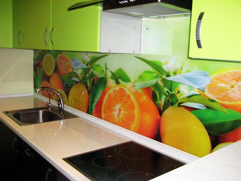 Пример стеклянного кухонного фартука