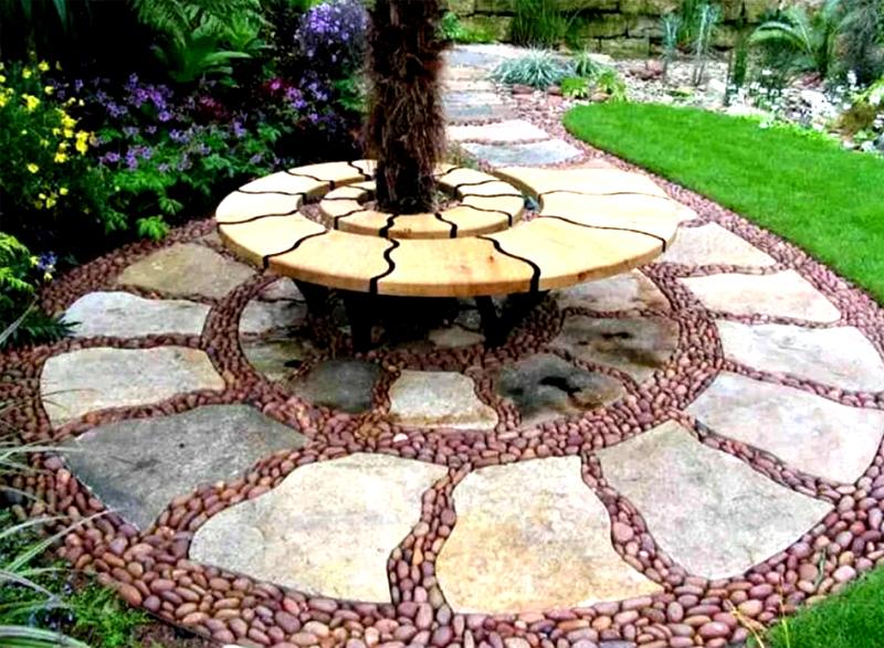 Если сочетать дизайн лавочки и садовой дорожки, получится вот такой интересный эффект